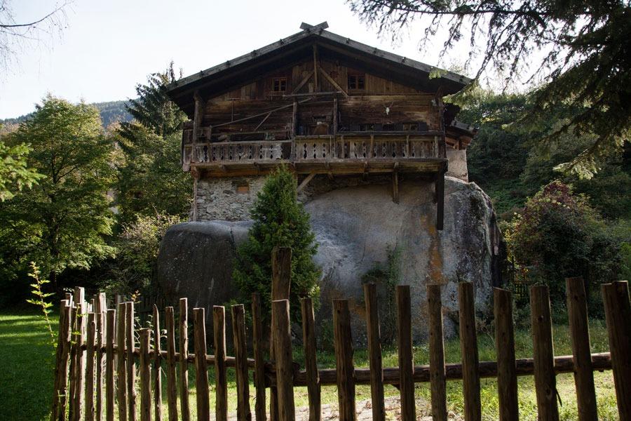 Casa sulla roccia, comune di San Pancrazio