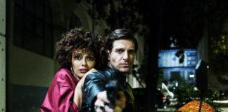 Giampaolo Morelli e Serena Rossi in una scena del film Ammore e malavita