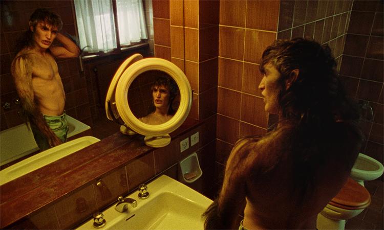 Belva, il nuovo clip di Gazzelle girato in pellicola dai Bendo, con Rocco Fasano (Skam)
