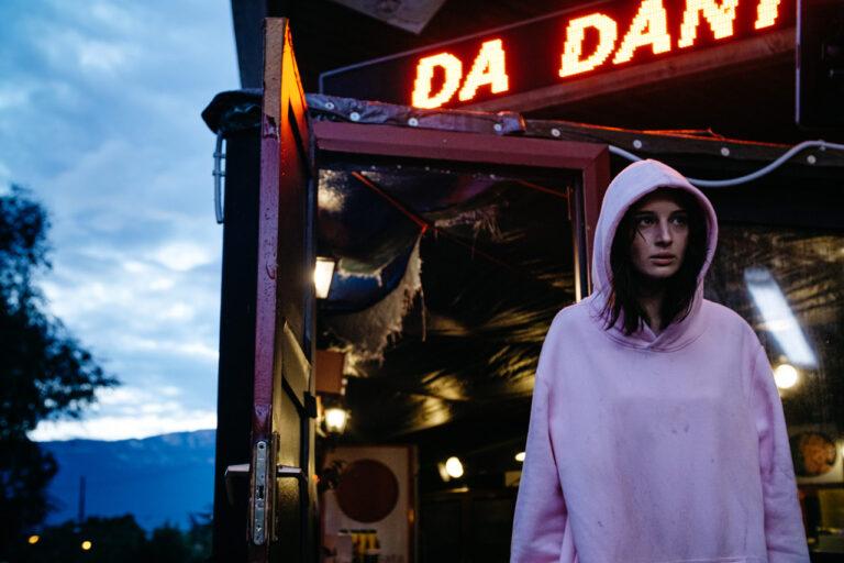 """Andrea De Sica, """"Non mi uccidere"""" e qualche film anni Ottanta: «Volevo un horror imbastardito»"""